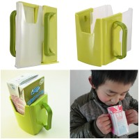 Alat Bantu Anak sewaktu Minum Susu Kotak agar susu tidak tumpah aqua