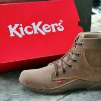 Sepatu Boot Kickers coklat muda