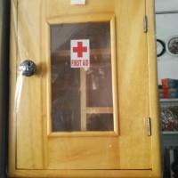 Kotak obat p3k kayu lemari obat