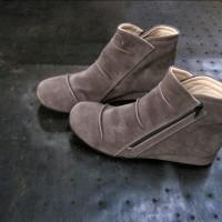 Sepatu Boots Wedges Wanita Fav 11 Misty Casual Suede Syntetic Abu-abu