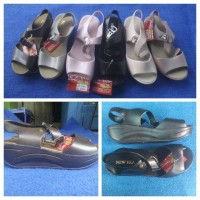 harga Sepatu Sandal Wedges Jelly Kenip 5cm Merk New Era Murahh Tokopedia.com