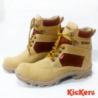 Sepatu gunung kickers tracking Boot cream