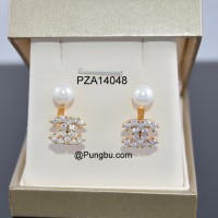 Anting Emas Motif Chanel dan mutiara PZA14048