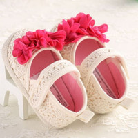 Jual Sepatu Prewalker Bayi Perempuan Rajut Bunga Bougenvile Murah