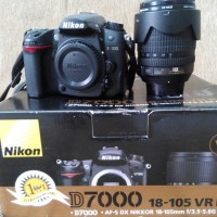 Nikon D7000 + Lensa Kit AFS 18-105 VR + Fillter UV + Battery Grip + Tas Kamera