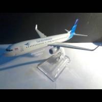 harga Miniatur Pesawat Terbang Garuda Indonesia Boeing 737-900er Pull Besi Tokopedia.com