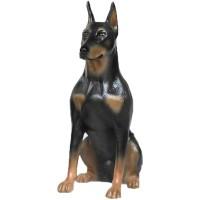 Patung anjing Doberman
