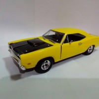 Motormax  Dodge Coronet Super Bee.  skala 1:24, Kuning.