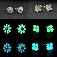 anting glow in the dark - clover white stud earring