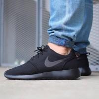 Sepatu Casual Nike Roshe Run Full Black