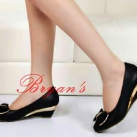 Wedges Black Bow