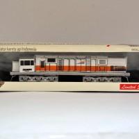 miniatur kereta api - Lokomotif CC201 KAI (Papercraft)