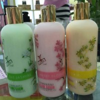 Skin kiss LOTION BOTOL BESAR 300ML natural plant with body milk