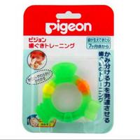 Mainan gigitan bayi PIGEON Original Step 2 baby teether for 7m+