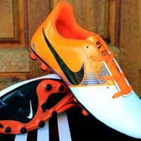 Sepatu Bola-Soccer-Sepatu Olahraga Nike Lunar Gato II Putih Orange