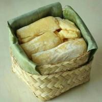 TAPE besek MANIS/Tape singkong kuning Jember (1 paket isi 3 besek)