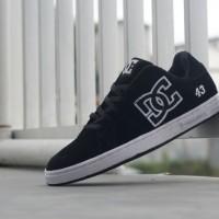sepatu casual DC skater original premium black white