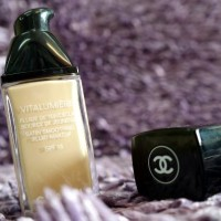 Chanel vitalumiere satin smoothing fluid makeup #10 Limpide