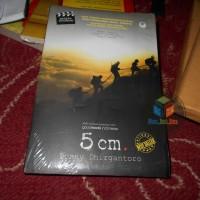 Buku Novel 5 cm , By : Donny Dhirgantoro