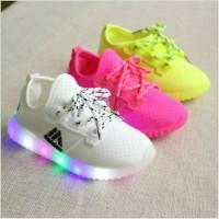 Jual Sepatu walker anak import kets putih white/yellow tali ada lampu LED Murah