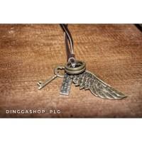 kalung kulit vintage sayap kunci