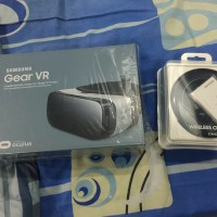 Samsung Gear VR & Wireless Charging Pad