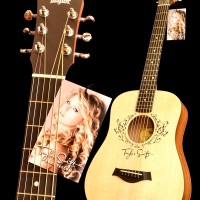 Guitar Taylor Singnature Taylor Swift