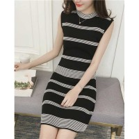1067 - horizontal stripped knitted dress