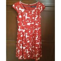 Dress merah merk Minimal