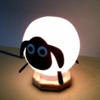 Lampu Hias / Tidur Shaun the Sheep dari Kayu & Benang