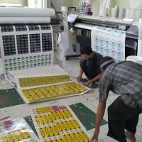 Cetak Stiker Vinyl Ukuran Lebar 1,5 meter Merek Ritrama Mesin Indoor