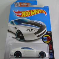 Hot Wheels HW Mild to Wild Aston Martin V8 Vantage