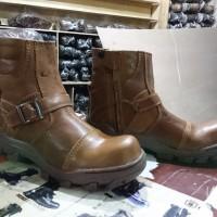 sepatu boots camel safety ujung besi sleting kerja lapangan