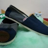 Sepatu Wakai penawaran menarik (abu-abu varasi navy)
