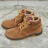 Jual Sepatu Pria Laki Murah Replika Caterpillar Kickers Boot Coklat Murah 32bf7ee3a4