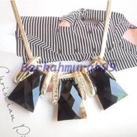 Kalung Tali Logam Tipis Dengan Liontin 3-Kapak Berhiaskan Kristal