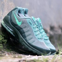 NIKE AIR MAX MAX INVIGOR ARMY GREEN