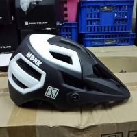 harga New Helm Sepeda AM / FR / XC / MTB Enduro MONK Nautilus Hitam - Putih Tokopedia.com