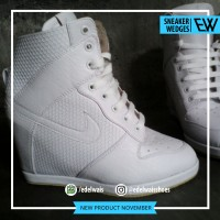 Sepatu Sneaker Wedges Wanita Heels Boots White