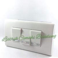 Jual Panasonic Saklar Triple (3xWEJ5531) + Frame Panjang WEHJ6803W Murah