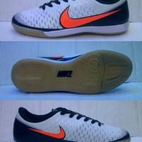 Sepatu Futsal Nike Magista Putih-Hitam list Oren Grade Ori