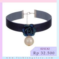 Choker Velvet Big Rose And Pearl Design - Dark Blue