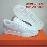 Sepatu Skateboard Nike Air Force 1 Low Men Mono Colour, Putih.