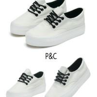Sepatu Kets Wanita Putih Bertali Hitam Casual Grosir Sepatu Murah5