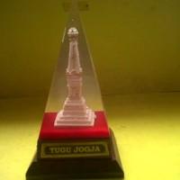 Miniatur Tugu Jogja dlm Piramida