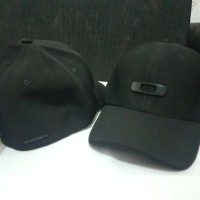 harga Topi Oakley Metal Gas Can Full Black A-Flex Original Tokopedia.com