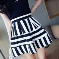 jy770266 rok pendek skater skirt stripes garis garis hitam putih