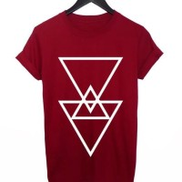 Kaos Anime Triangel - Merah Maroon -
