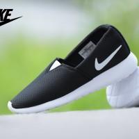 Sepatu Wanita Nike Roshe Run Grade Ori / slip on running sport santai