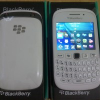 018-BLACKBERRY CURVE 9320 AMSTRONG BLACK/WHITE GARANSI PLATINUM 1THN